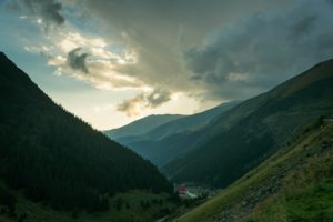 valley-where-transfagarasan-begins