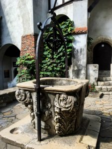 wishing-well-inside-the-courtyard