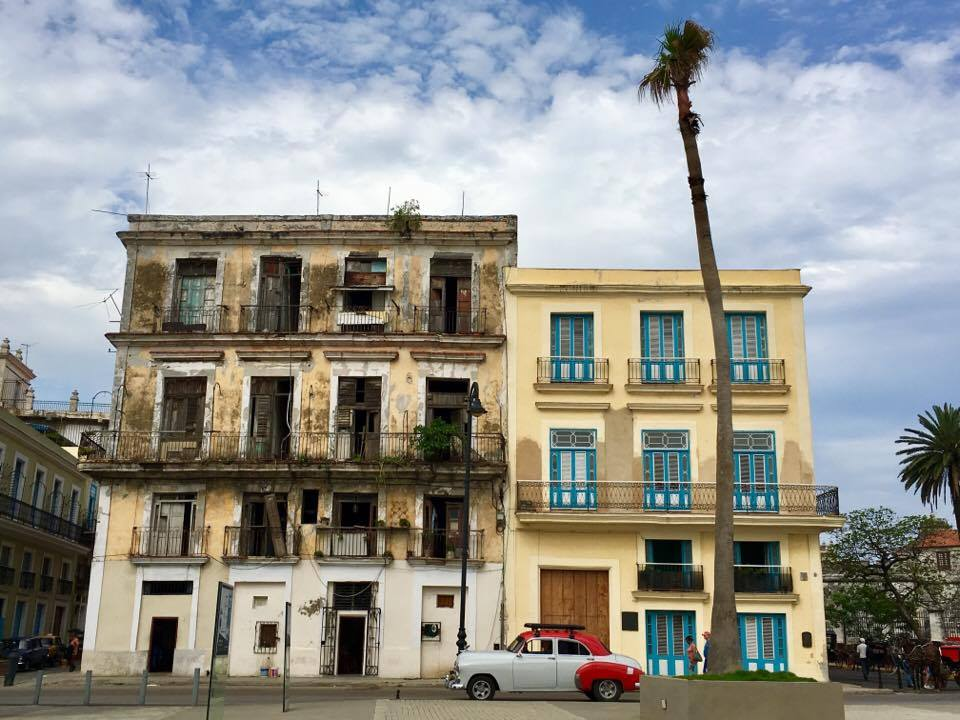 Building and car in Havana